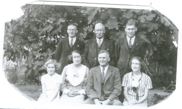 Clem Bert Betty Nanna Da and Gwen with an unknown man maybe an uncle