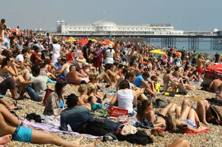 People-enjoy-the-sunshine-on-Brighton-Beach