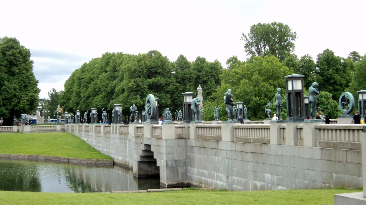Vigeland_Park_bridge_2.JPG
