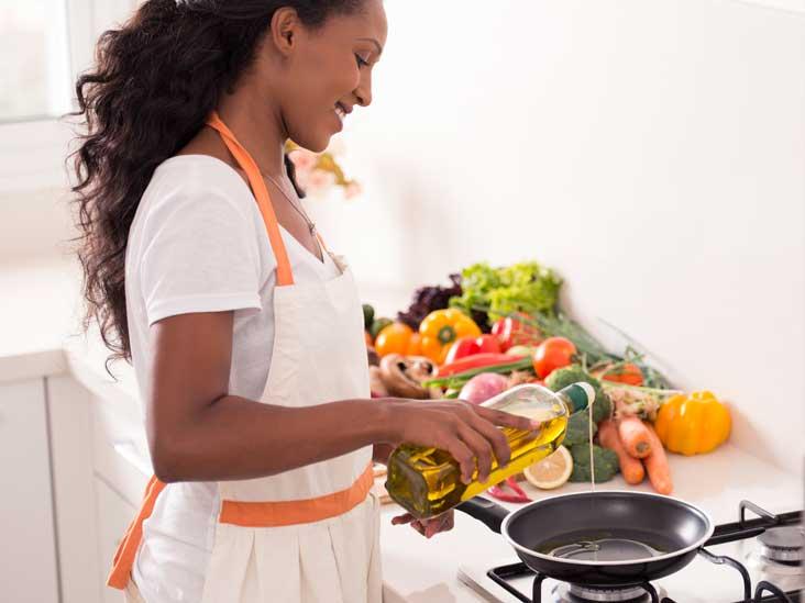 AN393-Woman-Cooking-Oil-732x549-thumb.jpg